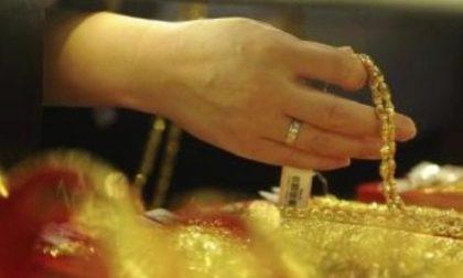 Furto in casa a Castiglione via con oro e tre borse