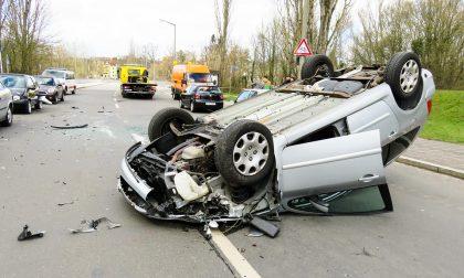 Scontro frontale con autobotte muore 55enne