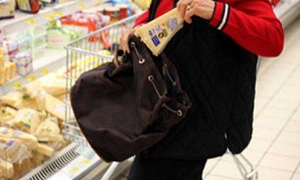 Ruba al supermercato, denunciato un uomo di 45 anni