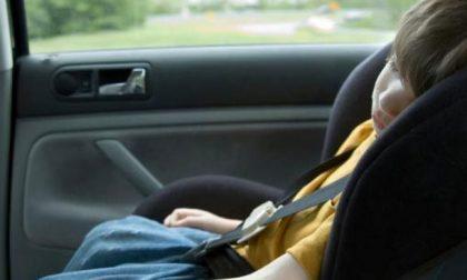 Bambina chiusa in auto salvata dai poliziotti fuori servizio