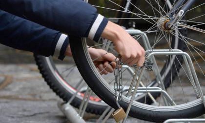 Ruba bicicletta in stazione arrestato 42enne