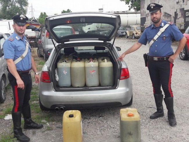 Rubano 300 litri di gasolio da camion parcheggiati in azienda, due arrestati