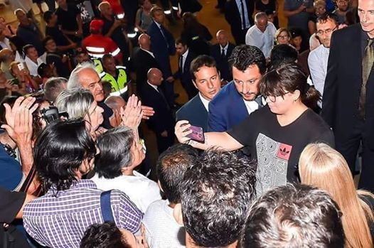 Frankie hi-nrg vs Salvini &#8220&#x3B;I selfie ai funerali di Stato, i selfie&#8230&#x3B;&#8221&#x3B;