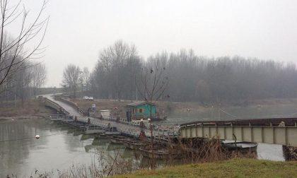 Riaperto il ponte di barche di Torre d'Oglio