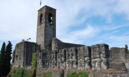 Bandiera nazista troneggia sulla torre di Cavriana