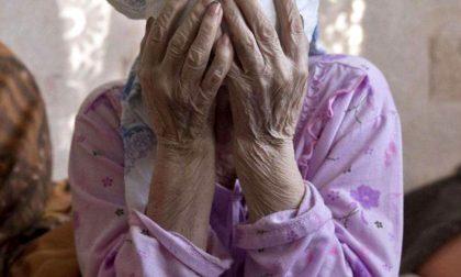 """Furti con la """"tecnica dell'abbraccio"""": ladra identificata dalla vittima grazie alle foto segnaletiche"""