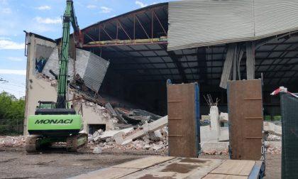 Vecchio palasport viale Te Mantova: al via la demolizione FOTO VIDEO