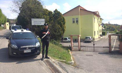 Spaccia di fronte a scuola a Castiglione: 19enne arrestato