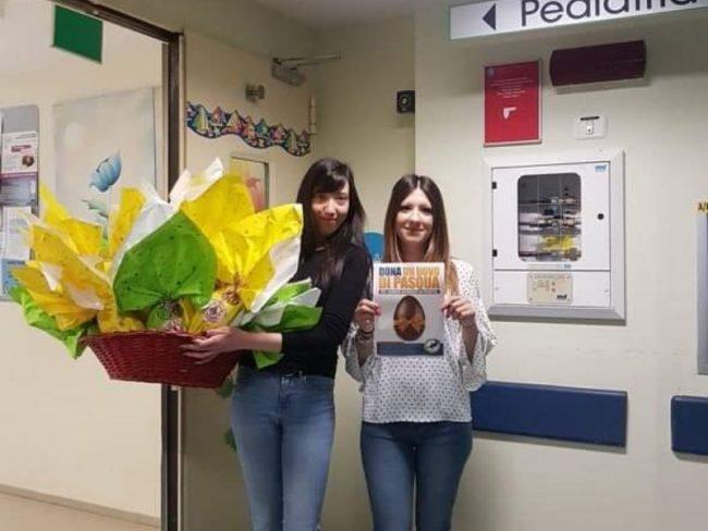 CasaPound consegna le uova di Pasqua al reparto pediatrico del Poma