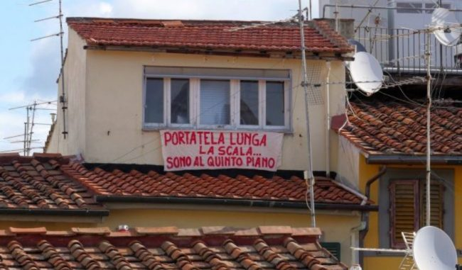 Da Firenze sfottò a Salvini su rimozione striscioni