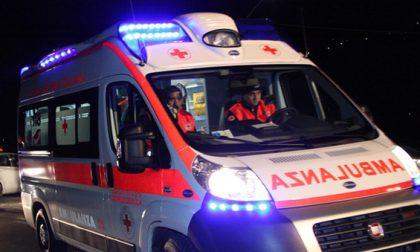 Cade in strada, 57enne in ospedale SIRENE DI NOTTE