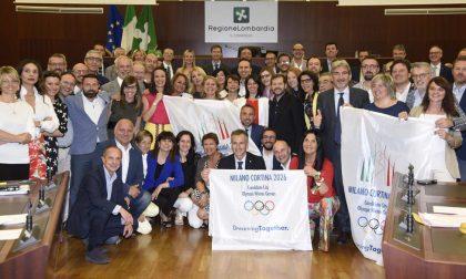 Olimpiadi invernali 2026, evviva! Mega-selfie dei consiglieri regionali della Lombardia