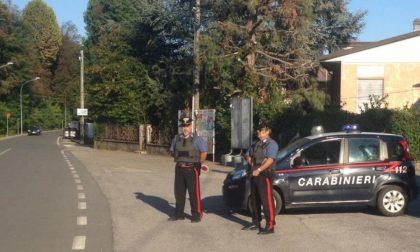 Lotta alla microcriminalità, i controlli dei carabinieri: sequestrati droga e un coltello