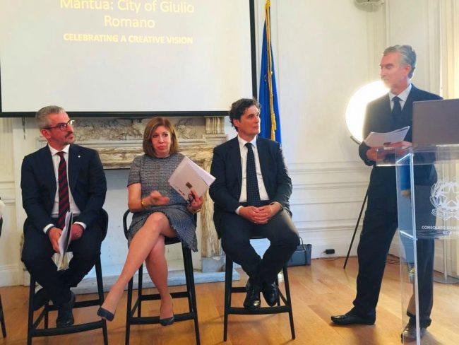 Un momento della presentazione a New York con Palazzi e Baia Curioni