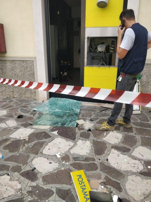 Lo sportello Postamat dopo l'esplosione