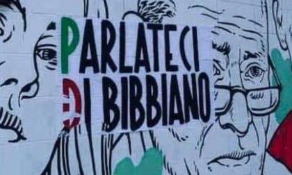"""Denunciati i responsabili degli adesivi """"Parlateci Di Bibbiano"""" affissi in Piazza Virgiliana"""