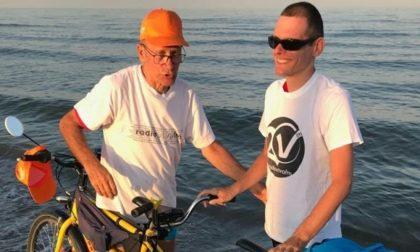 """In tandem fino al mare con il figlio non vedente: """"Grazie papà"""""""