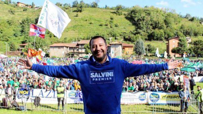 Lega: domani il raduno di Pontida, scritte contro Salvini a Brescia