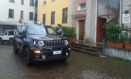 In possesso di droga tenta di scappare e aggredisce i Carabinieri: arrestato 22enne