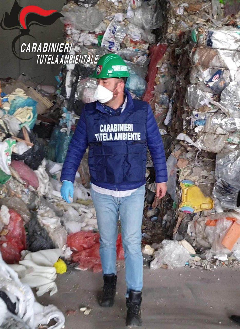 Scoperta l'esistenza di un gruppo criminale operante nel campo del trattamento e trasporto dei rifiuti.