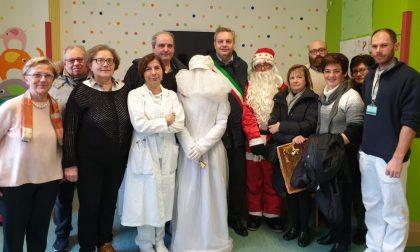 Mantova Calcio e Pro Loco Borgo Mantovano pensano ai bambini della pediatria portando doni
