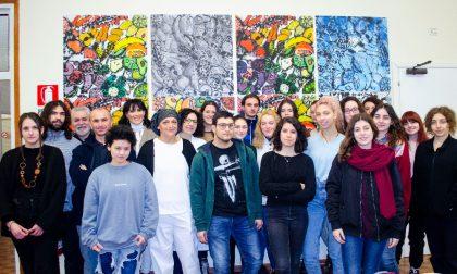 La mensa dell'ospedale di Mantova si colora per mano dei giovani artisti del liceo