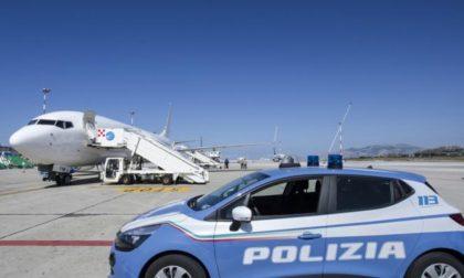 Criminalità e immigrazione clandestina: pregiudicato espulso e accompagnato alla frontiera