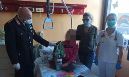 Carabinieri in corsia assieme ai bambini malati: una Pasqua solidale