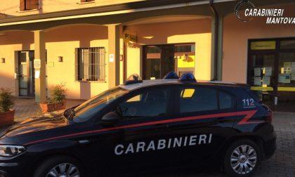 I Carabinieri di Viadana impegnati nella distribuzione delle pensioni agli ultra 75enni