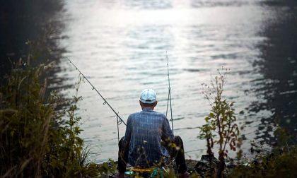 Nonostante l'obbligo di quarantena esce per pescare: 71enne denunciato per epidemia colposa