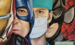 Coronavirus: infermieri e medici trasformati in supereroi da un'opera
