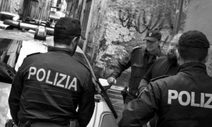 Alcol, percosse e urla: la Polizia interviene ma la donna ferita non denuncia il compagno