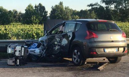 Terribile schianto auto-moto: muore centauro 61enne, gravissima la compagna