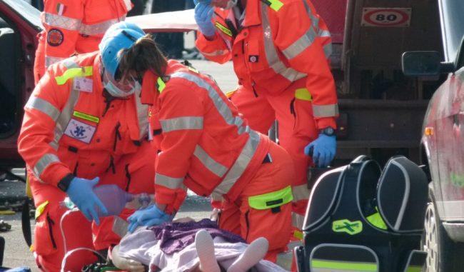 Sorpasso fatale: l'auto si ribalta e l'automobilista muore