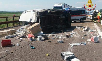 Tragedia sull'A22: 37enne perde la vita dopo essersi ribaltato col furgone FOTO