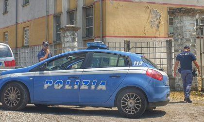 """Anziano solo e disabile chiede aiuto: i poliziotti gli danno """"conforto"""" e lo rasserenano"""