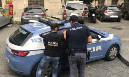 """Si rifiuta di indossare la mascherina poi rinnega l'autorità della Polizia: """"Sono soggetto di diritto internazionale"""""""