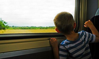 """Bimbo di 6 anni solo in treno: """"Voglio andare dalla mamma"""""""