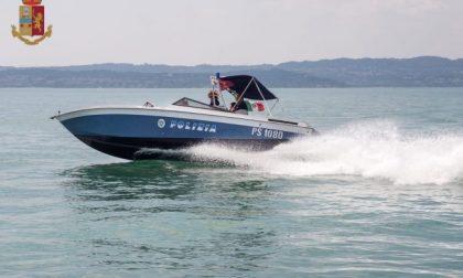 Tragedia sul Garda: la barca affonda e due mantovani finiscono in acqua. Uno è annegato
