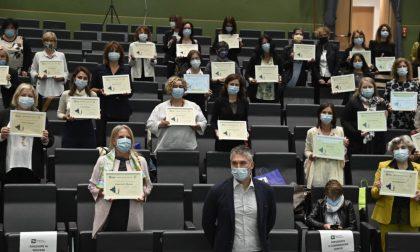 55 professioniste lombarde premiate per la lotta al Covid, a consegnare i premi è il paziente 1
