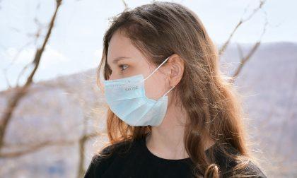 Nuova ordinanza: in Lombardia resta obbligo di mascherina al chiuso e all'aperto (se non c'è distanziamento)