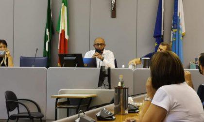 """Bocciata la richiesta di dimissioni del vicesindaco Dara, uno dei """"deputati furbetti"""" del bonus Inps"""