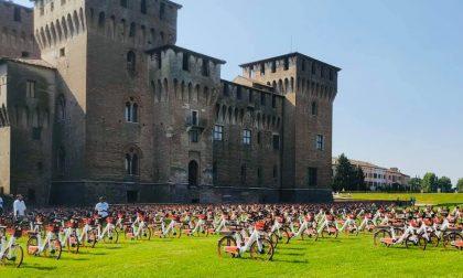 Mantova sempre più sostenibile: in un mese quasi 4mila noleggi delle nuove mobike