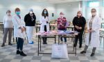 L'associazione Mani di mamma dona kit artigianali ai prematuri di neonatologia