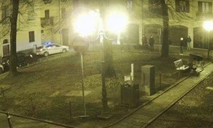 Assembramenti, droga e niente mascherine: due giovani nei guai