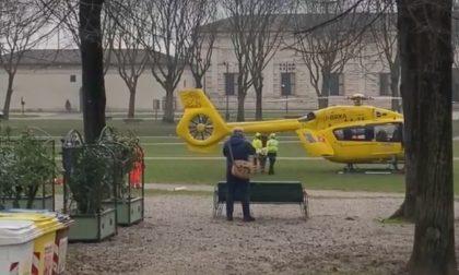 16enne in motorino si schianta contro un camion: trasportato in ospedale in gravi condizioni FOTO