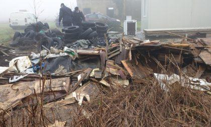 Scoperta discarica abusiva con rifiuti pericolosi a Curtatone FOTO