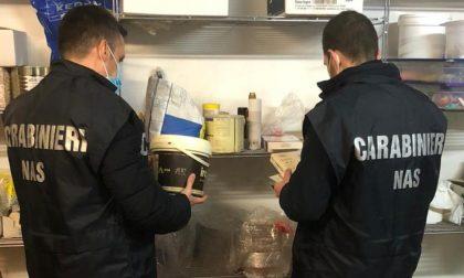 80 chili di alimenti scaduti, maxi multa per due pasticcerie FOTO