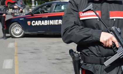 Litiga con i vicini di casa, poi prende a pugni e testate i Carabinieri: 32enne arrestato
