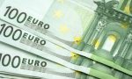 Paga con 100 euro falsi e se ne va: inchiodato dalle telecamere di sicurezza